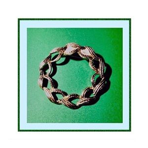Jewelry - Vintage Gold Wreath Brooch